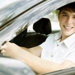 accidentes automovilísticos causados por conductores menores de 25 años que no estén incluidos en el seguro