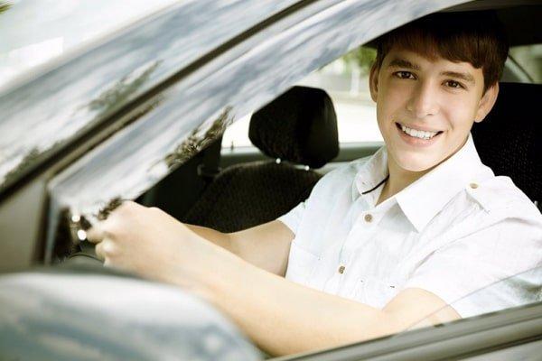 accidentes automovilisticos causados por conductores menores de 25 años que no esten incluidos en el seguro